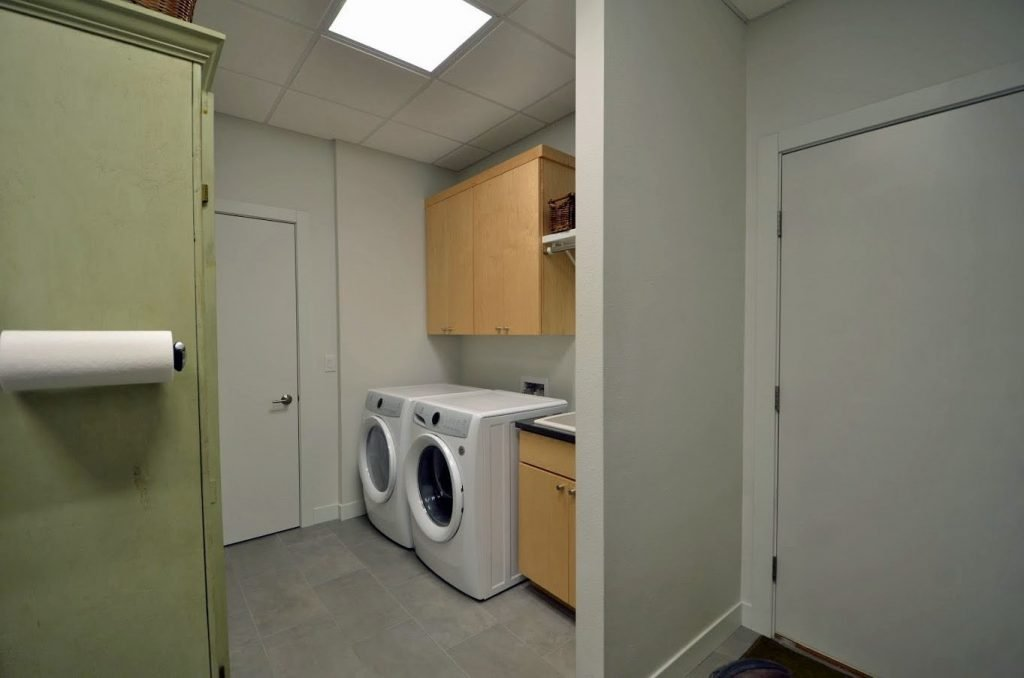 2112 22nd ave west - laundry room