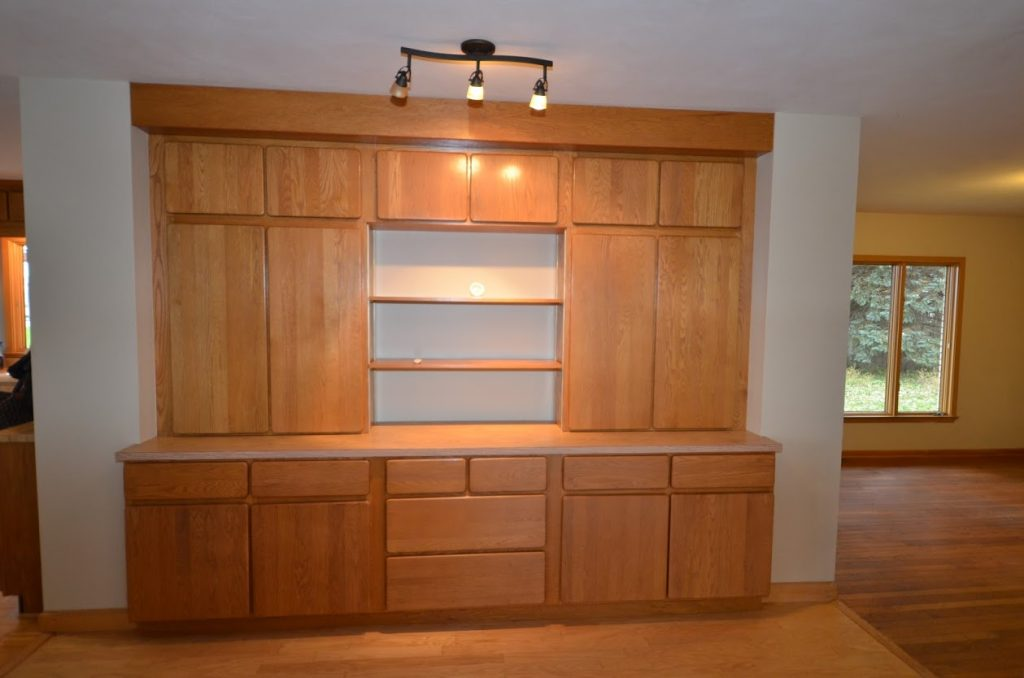 919_1st_Ave_SW_Built in Hutch