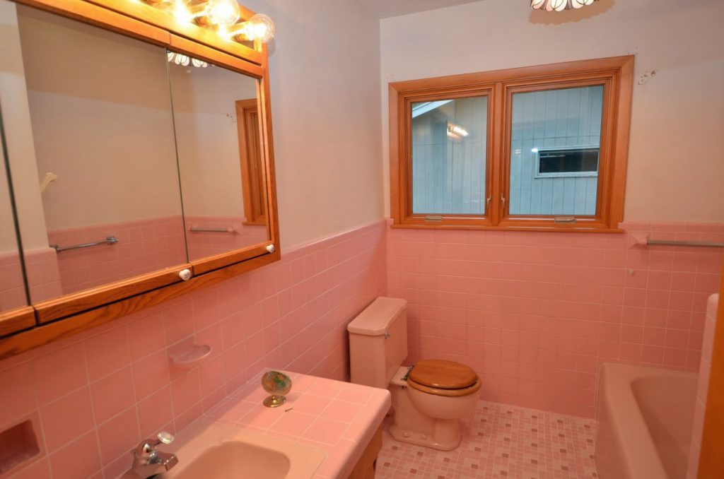 919_1st_Ave_SW_Full Bath